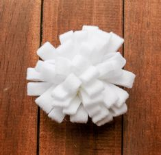 Create something beautiful out of felt by making these 4 simple felt flowers for your next wreath, headband, or whatever your creating!   Our Three Peas