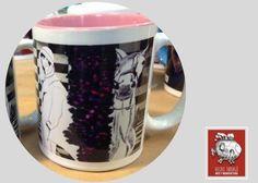 Taza decorada con diseño de la artista Paulina Vilchis  Si buscas:  *Tazas decoradas para regalo  *Tazas decoradas de artista  *Tazas de café para negocio  llegaste al lugar correcto :) hacemos envíos a todo México.  Para pedidos de mayoreo comunicate a través de nuestra página web vilchistarrago.com