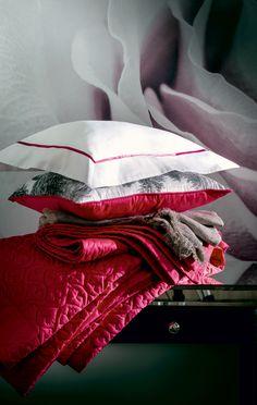 """- Paradis -   Dessus de lit uni matelassé motif """"Ginko"""", en satin de coton - coloris Hibiscus   Quilted """"Ginko"""", pattern, sateen cotton  Alexandre Turpault  http://urlz.fr/1Dph"""