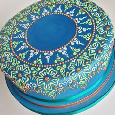 Another view of the mandala detail on this blue, green, bronze and pearl white henna cake.