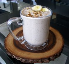 banana bread smoothie (oats, almond milk, cinnamon, vanilla extract, banana, chia seeds, medjool date)