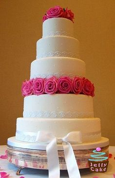 Bolos de casamento 2015 com texturas cores, bolos de casamento rústicos, bolos com detalhes pretos, bolos com babados rendas flores de açúcar borboletas, tendências para bolos de casamento