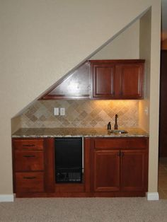 under the stairs wet bar | Wetbar Under The Stairs In Cream Color Scheme in Mini Bar Under Stairs ...
