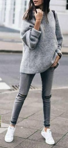 winter outfits sporty 25 Oversized Sweaters for Chic Winter Style Great ideas with different oversized sweaters for the amazing winter looks. Check these sweater outfits and find the ones to copy for yourself. Outfit Jeans, Grey Outfit, Sweater Outfits, Women's Jeans, Grey Skinny Jeans Outfit, Grey Sweater Outfit, Zara Outfit, Winter Outfits 2019, Casual Winter Outfits