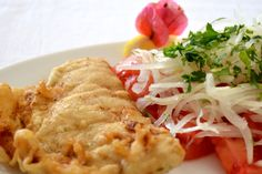 pescado frito con ensalada a la chilena Chilean Recipes, Chilean Food, Fish And Seafood, Seafood Recipes, Spaghetti, Meat, Cooking, Ethnic Recipes, Desserts