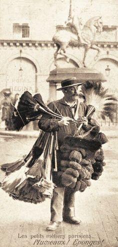 Plumeaux ! Eponges ! Paris, circa 1900.