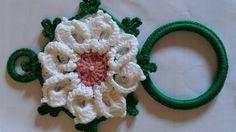 Porta Pano de Prato, para deixar sua cozinha charmosa. Confeccionado em crochê, 100% algodão, linha círculo, lavável. Observaçâo: Valor por unidade.