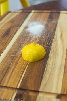 How to clean a cutting board / cleaning tips / wood cutting board / cleaning hacks / lemon #cleaningtips #cleaning