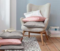 9,95 € Mit diesem Kissen gibt es keinen Zweifel mehr am persönlichen Lieblingsplatz. Seine dezente Farbgebung, ein umlaufender Keder und der Print auf der Vorderseite machen das Dekokissen zum stilvollen Blickfang auf Sessel, Sofa oder Bett.