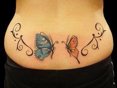 tatouage papillon tribal bas du dos