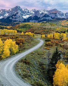 Fall colors (San Juan Mountins, Colorado) by Nasim Mansurov cr. Landscape Photography Tips, Photography Tips For Beginners, Nature Photography, Travel Photography, Learn Photography, Photography Lessons, Le Colorado, Colorado Mountains, Best Places To Live