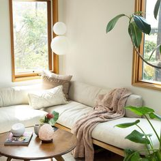 54 Premium Modern White Bathroom with White Cabinets Ideas - HomeCNB Condo Living, Living Room Decor, Living Spaces, Quirky Home Decor, Modern Decor, Urban Outfitters Home, Modern White Bathroom, Uo Home, Interior And Exterior