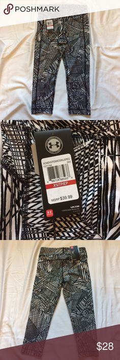 ♦️NWT♦️UNDER ARMOUR HEAT GEAR COMPRESSION CAPRIS NWT♦️Under Armour Heat Gear Compression Capri length♦️Size XS♦️Color: Black and White♦️Heat Gear fabric keeps your body cool, dry, and light so you can keeping moving♦️Would make a perfect gift set if paired with matching bra in my other listing. 🚫TRADES ✅SMOKE/PET FREE ✅USE OFFER BUTTON or Bundle and save! Under Armour Other