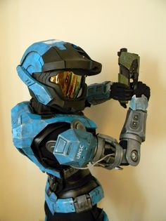 Kat is the coolest, most intense female in the entire HALO series. It's only fitting that other females will want to make a costume like hers. If you have a couple of extra bucks laying around and some free time, why . Halo Cosplay, Cosplay Armor, Epic Cosplay, Cosplay Ideas, Amazing Cosplay, Movie Costumes, Cosplay Costumes, Cgi, Halo Armor