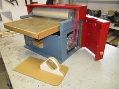 What more can you ask from an home-made drum sander that reduces stock very fast, sands surfaces and edges very flat and smooth with little dust problems. Full details, lots of photos, some. Drums Artwork, Homemade Machine, Plywood Siding, Velcro Tape, Pocket Screws, Rough Wood, Under The Table, Wood Tools, Small Drawers