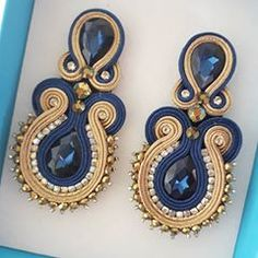 Elegant blue and beige soutache earring Jewelry Design Earrings, Beaded Earrings, Boho Jewelry, Jewelery, Fashion Jewelry, Ribbon Jewelry, Soutache Necklace, Handmade Beaded Jewelry, Hand Embroidery Designs