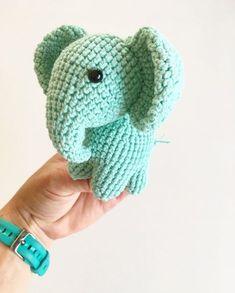 Virkad elefant (elefanthänge) - Gratis mönster Giraffe Crochet, Crochet Animal Amigurumi, Amigurumi Doll, Crochet Animals, Crochet Toys Patterns, Crochet Crafts, Knitting Patterns, Crochet For Kids, Crochet Baby