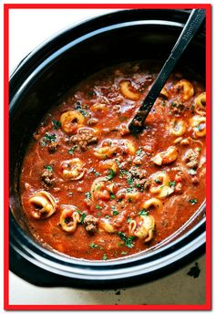 A crockpot lasagna soup made with cheese-filled tortellini. This soup is simple … A crockpot lasagna soup made with cheese-filled tortellini. This soup is simple to make, tastes just like lasagna in soup form, and is a sure crowd pleaser! Crockpot Baked Beans, Easy Crockpot Soup, Crock Pot Soup, Crockpot Ideas, Crock Pot Recipes, Cooker Recipes, Beef Recipes, Soup Recipes, Recipies