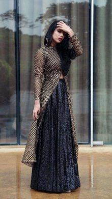 Pin by Hanan Rouymi on Robe orientale (With images) Party Wear Indian Dresses, Indian Fashion Dresses, Indian Gowns Dresses, Dress Indian Style, Indian Wedding Outfits, Indian Designer Outfits, Pakistani Dresses, Indian Outfits, Designer Dresses