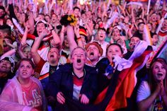 Pin for Later: Erlebt noch einmal die größten Emotionen der WM 2014 Die Extase beim Spiel gegen Brasilien