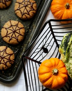Halloween Biscuits, Halloween Cookies, Halloween Party, No Cook Desserts, Healthy Desserts, Healthy Recipes, Healthy Food, Quick Recipes, Cooking Recipes