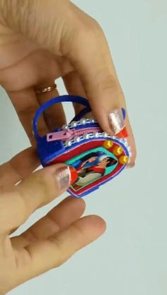 Cartoon animated pattern bag making video I did not know whether dress types made from Barbie Dolls Diy, Diy Barbie Clothes, Barbie Doll House, Diy Doll, Diy Crafts Hacks, Diy Crafts For Gifts, Fun Crafts For Kids, Accessoires Barbie, Diy Accessoires