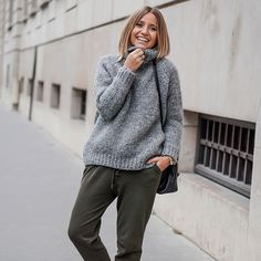 50 Women Outfits With Jogger Pants To Update Your Wardrobe T Shirt Streetwear, Style Streetwear, Estilo Casual Chic, Casual Chic Style, Mode Outfits, Casual Outfits, Fall Outfits, Outfits Inspiration, Camille Callen
