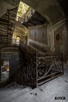 I would love to live in an old abandoned place like this with a story... after refinishing it of course. No rats for me.