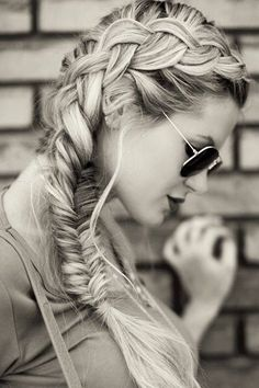 Dutch braid and fishtail braid together. Looking absolutely amazing!
