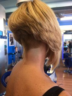 Girls Short Haircuts, Short Bob Hairstyles, Pretty Hairstyles, Medium Hair Styles, Curly Hair Styles, Angled Bobs, Inverted Bob, Shaved Nape, Fresh Hair