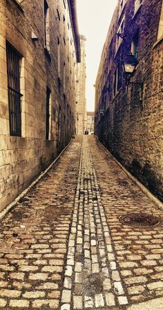 The cobblestoned streets of Old Montreal, Quebec, Canada / The cobblestones! Uncomfortable under the feet; but so quaint & charming to see. Quebec Montreal, Old Quebec, Old Montreal, Montreal Ville, Quebec City, Westminster, Places To Travel, Places To See, Calgary