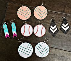 Earrings made with iron-on! So cute and so easy. We layered iron-on with the adhesive cardstock found at Vinyl Outlet to create all of these different styles! Chalkboard Vinyl, Silhouette Vinyl, Iron On Vinyl, Vinyl Sheets, Glitter Vinyl, Cricut Vinyl, Vinyl Crafts, Vinyl Designs, Heat Transfer