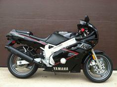 1989 Yamaha FZR 600 in Black-My first      bike 23yrs ago :)