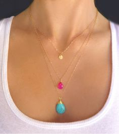 Turquoise & Hot Pink Triple Strand Necklace por GlassPalaceArts