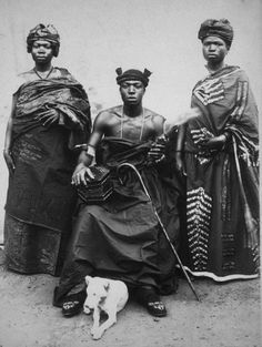 GHANA - History & People A chief, from Tutu, with his wives Style Africain, Art Africain, Africa Art, West Africa, African Culture, African American History, Afro, Black King And Queen, Black Royalty