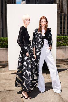 Summer style! Elegant black and white! Oscar de la Renta Resort 2018 Collection - Fashion Unfiltered