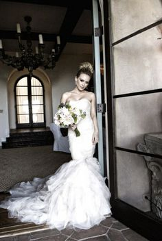 Hilary Duff opted for a Vera Wang strapless organza mermaid style gown for her big day