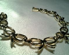 Vintage Ribbon Bow Gold Link Smooth Shiny Costume Bracelet