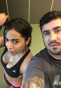 Anitta aparece com barriga sequinha em treino de muay thai