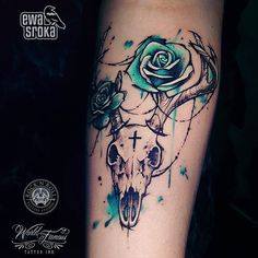 I don't necessarily like skull tattoos, but I really like the coloring of the flowers with this tattoo. Girly Skull Tattoos, Cowgirl Tattoos, Western Tattoos, Blue Rose Tattoos, Girly Sleeve Tattoo, Foot Tattoos, Body Art Tattoos, New Tattoos, Tattoo Thigh