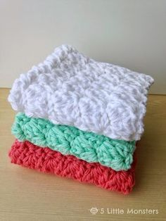 Favorite Crochet Ideas 5 Little Monsters: My Favorite Dishcloths: Sedge Stitch Dishcloth - Free pattern for a crochet dishcloth made using sedge stitch. Creates a pretty textured dishcloth or washcloth. Crochet Kitchen, Crochet Home, Knit Or Crochet, Crochet Gifts, Easy Crochet, Free Crochet, Double Crochet, Crochet Scrubbies, Crochet Dishcloths