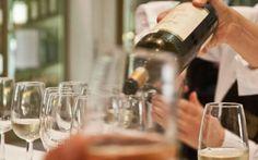 Douja d'Or - Ecco il programma della prima giornata di Salone La cinquantesima edizione del Salone Nazionale dei Vini, che aprirà i suoi battenti al pubblico alle 19 di oggi, si preannuncia ricca di eventi davvero imperdibili per gli amanti dell'enogastronomia. #doujad'or #vini #asti