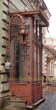 The DOORWAYS of Bucharest – Part 1 (the Little Paris type) Lyttle Paris conservatory type doorway, Opera area, Bucharest (©Valentin Mandache) Old Doors, Windows And Doors, Little Paris, Wrought Iron Doors, Door Knockers, Door Knobs, Architectural Elements, Closed Doors, Doorway