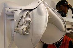 White Hermes English Saddle, would love this if I didnt have a white horse..