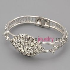 Dazzling bangle with silver zinc alloy decorate shiny rhinestone with drop model