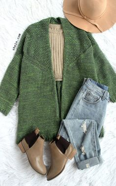 Love this outfit at my first sight! My favorite item for autumn Oversized ponchos green collarless sweater cardigan with bat sleeve. Comfortable Outfits, Stylish Outfits, Rock Outfits, Party Outfits, Look Fashion, Fashion Outfits, Womens Fashion, Fall Winter Outfits, Autumn Winter Fashion