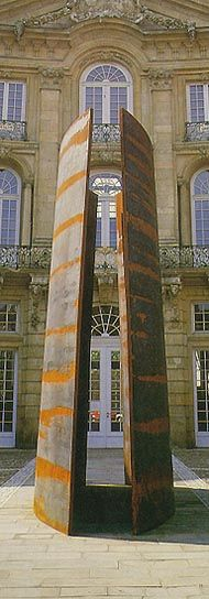 Richard Serra :: Skulptur Projekte Münster >Trunk, J. Conrad Schlaun Recomposed<  Stahlplatte in die Mittelachse der Anlage, so daß der Betrachter in wechselnden Ansichten die Korrespondenz der Architektur und der aus ihr entwickelten Skulptur erfahren kann. https://lwl.org/skulptur-projekte-download/muenster/87/serra/index.htm http://welt-der-form.net/Richard_Serra/Serra-1987-Trunk-1.html  87. Portfolio. Serra