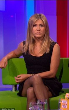 Jennifer Aniston Legs, Rachel Green Style, Jeniffer Aniston, Amy Robach, Celebrity Workout, Elizabeth Hurley, Attractive Girls, Child Actresses, Old Actress