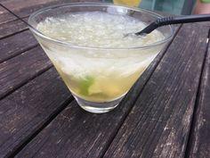 Voici la recette d'un cocktail brésilien sympa qui changera du Mojito ou de la Margarita. Voici la recette pour un verre de caipirinha. Ingrédients : 6 cL de Cachaça 1 citron vert lavé …