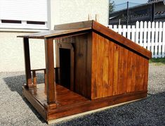 Pallet Dog House – Step by Step Plan - Hundehütten Dog House With Porch, Big Dog House, Wood Dog House, Pallet Dog House, Build A Dog House, Dog House Plans, Dog House From Pallets, Dog House Blueprints, Homemade Dog House